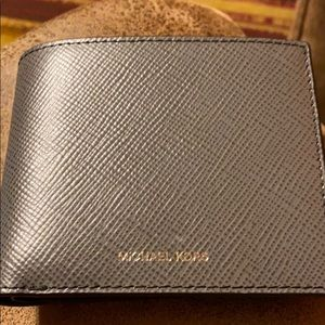 NWT men's Michael Kors billfold